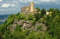 Zamek Chojnik na zboczu góry Chojnik